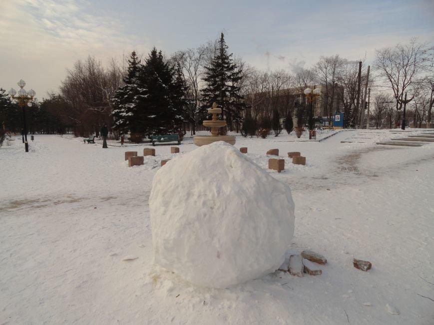 В Мариуполе обнаружен снежок для книги рекордов Гиннеса (ФОТОФАКТ) (фото) - фото 1