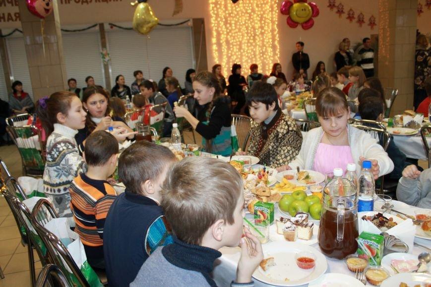 Сочельник для детей работников предприятий «УОПТ» и «Экоильичпродукт» (фото) - фото 1