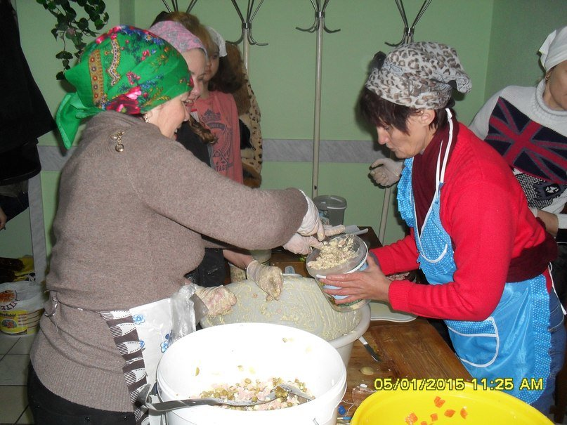 Криворожские волонтеры привезли подарки и праздничный ужин для бойцов в зону АТО (ФОТО) (фото) - фото 1