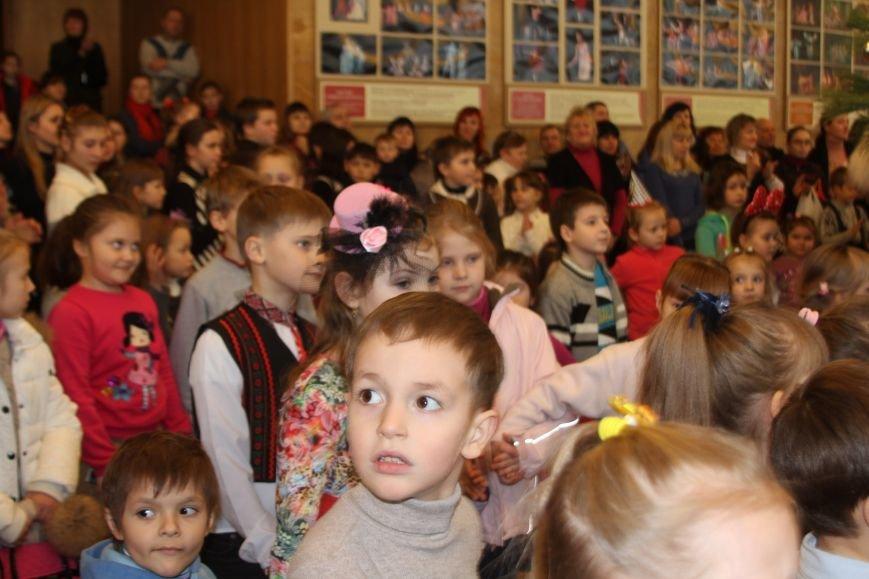 В Днепропетровске уже второй день гостят дети с Донбасса (фото) - фото 1