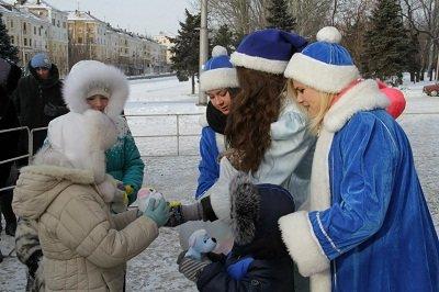 В Макеевке прошли рождественские гулянья (фото) - фото 2