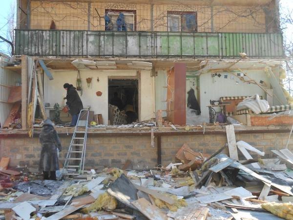 В Донецке снаряд второй раз попал в одну и ту же квартиру - погибла семья (ФОТО) (фото) - фото 3