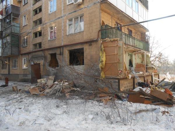 В Донецке снаряд второй раз попал в одну и ту же квартиру - погибла семья (ФОТО) (фото) - фото 4