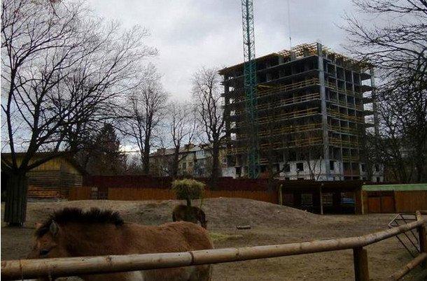 В Киеве по соседству с вольерами зоопарка строят высотку (ФОТО) (фото) - фото 1