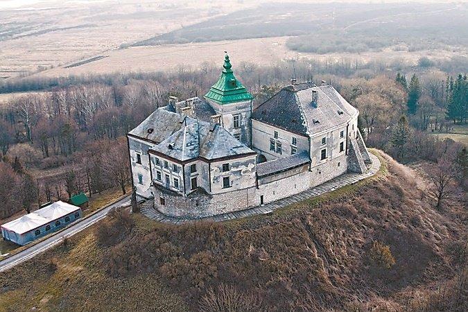 По Підгорецькому замку бродить Біла Леді, а в Кременецькому ридають вбиті діви (фото) - фото 1