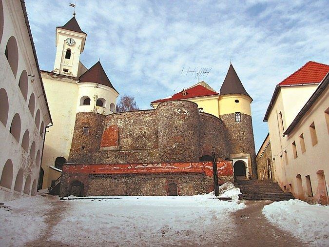 По Підгорецькому замку бродить Біла Леді, а в Кременецькому ридають вбиті діви (фото) - фото 3