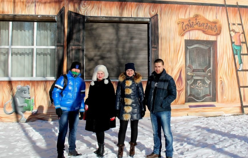 Активисты «ДПР» передали в дар библиотеке города Димитрова украинские книги и диски (фото) - фото 1