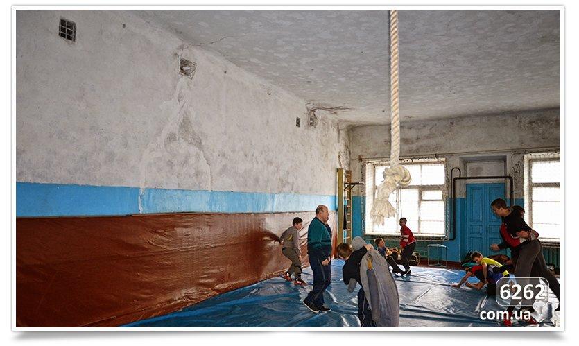 В Славянске начался долгожданный ремонт ДЮСШ (фото) - фото 3