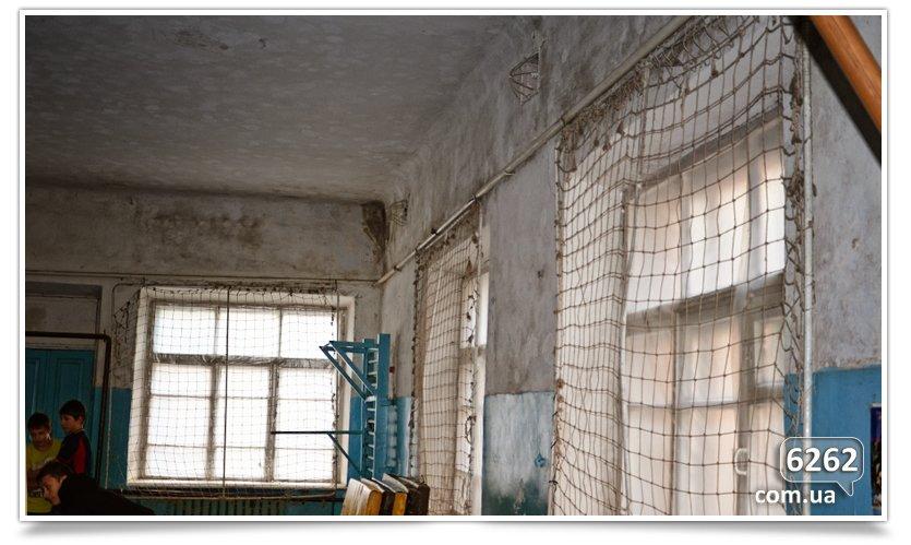 В Славянске начался долгожданный ремонт ДЮСШ (фото) - фото 1
