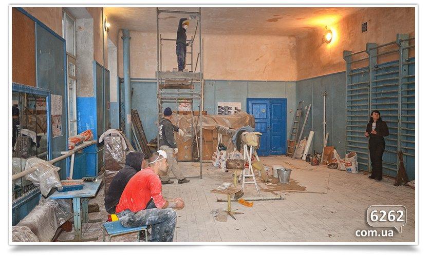 В Славянске начался долгожданный ремонт ДЮСШ (фото) - фото 4