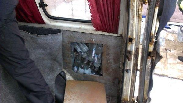 В Зельвенском районе задержали гродненца с 1500 бутылок российской водки (Фото, Видео) (фото) - фото 1