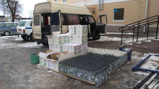 В Зельвенском районе задержали гродненца с 1500 бутылок российской водки (Фото, Видео) (фото) - фото 3