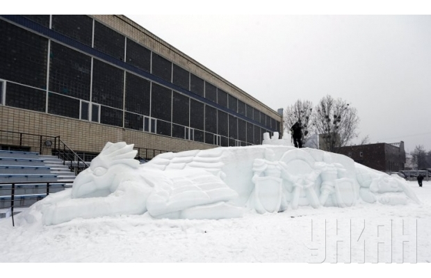 В Киеве слепили 30-метровую снежную скульптуру (ФОТО) (фото) - фото 1