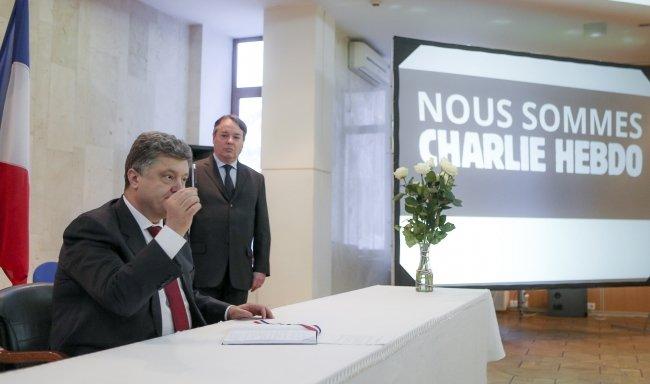Порошенко висловив співчуття Франції через теракт у Парижі (ФОТО) (фото) - фото 1
