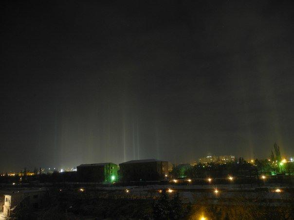 ФОТОФАКТ: В Рождество над Симферополем появились «световые столбы» (фото) - фото 5