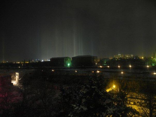 ФОТОФАКТ: В Рождество над Симферополем появились «световые столбы» (фото) - фото 3