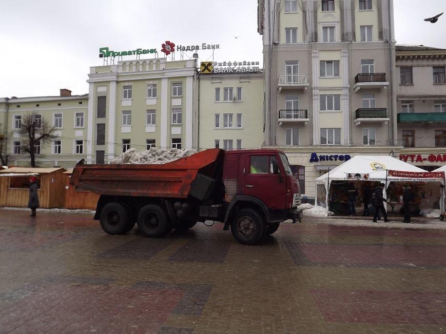 """Через потепління у центрі Тернополя утворюються """"озера"""" (фото) - фото 1"""