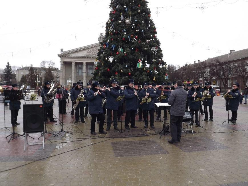 На Театральному майдані Тернополя співають різдвяні пісні (фото, відео) (фото) - фото 1