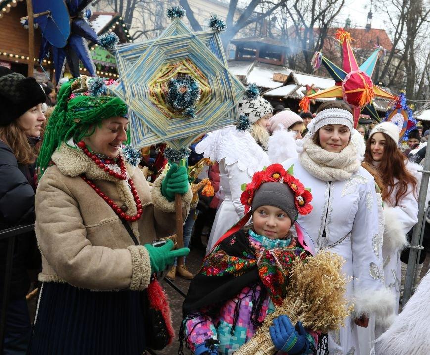 Різдвяний ярмарок відвідали 10 тисяч львів'ян та гостей міста (ФОТОРЕПОРТАЖ) (фото) - фото 2