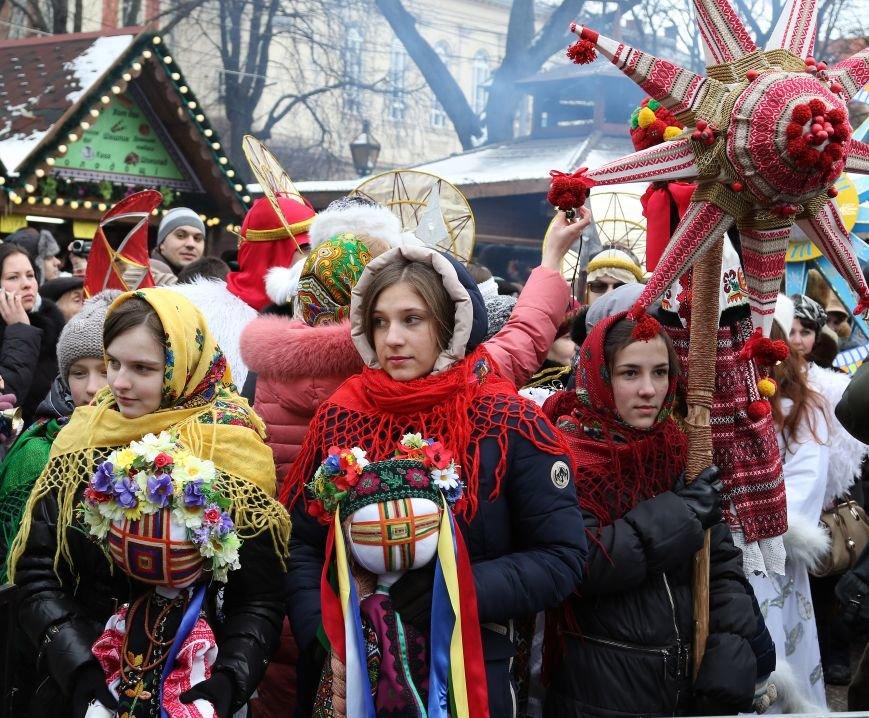 Різдвяний ярмарок відвідали 10 тисяч львів'ян та гостей міста (ФОТОРЕПОРТАЖ) (фото) - фото 1