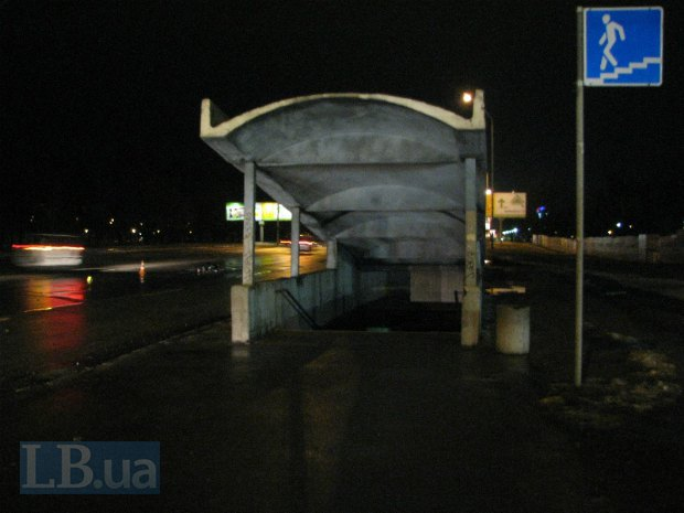 В Киеве на Броварском прспекте под колесами Skoda Fabia погиб пешеход (ФОТО, ВИДЕО) (фото) - фото 1