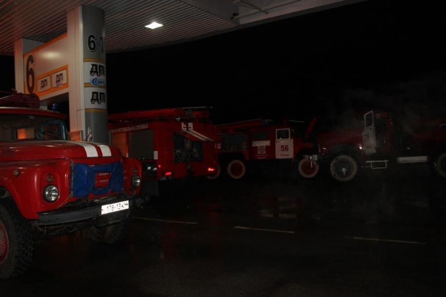 Под Киевом всю ночь горела АЗС (ФОТО, ВИДЕО) (фото) - фото 1