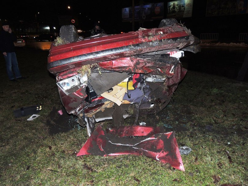 Нові подробиці ДТП: в автомобілі, який перекинувся постраждало четверо осіб (фото) - фото 1