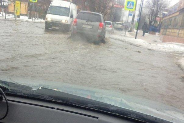 Резкое потепление превратило улицы Симферополя в венецианские каналы: Горожане ругают украинскую власть (ФОТО), фото-4