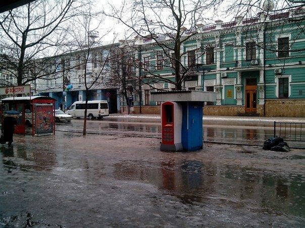 Резкое потепление превратило улицы Симферополя в венецианские каналы: Горожане ругают украинскую власть (ФОТО) (фото) - фото 5