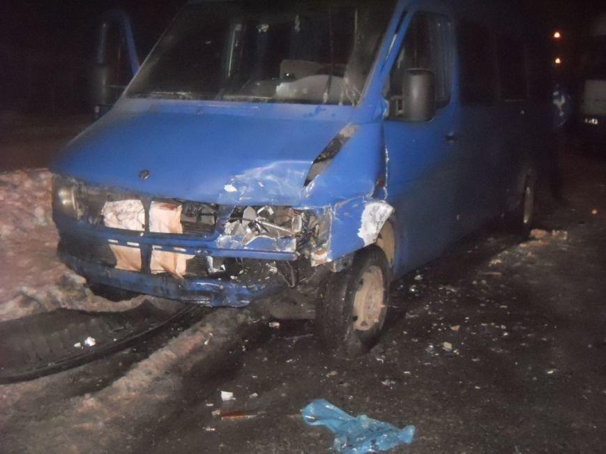 В Запорожье маршрутку с пассажирами протаранил ВАЗ – есть пострадавшие (ФОТО) (фото) - фото 1