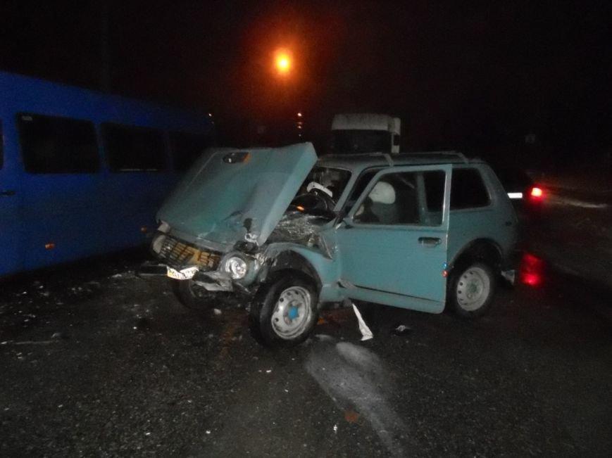 В Запорожье маршрутку с пассажирами протаранил ВАЗ – есть пострадавшие (ФОТО) (фото) - фото 2