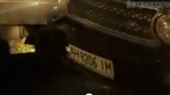В центре Донецка джип с боевиками «лоб в лоб» влетел в микроавтобус с людьми (ФОТО) (фото) - фото 1