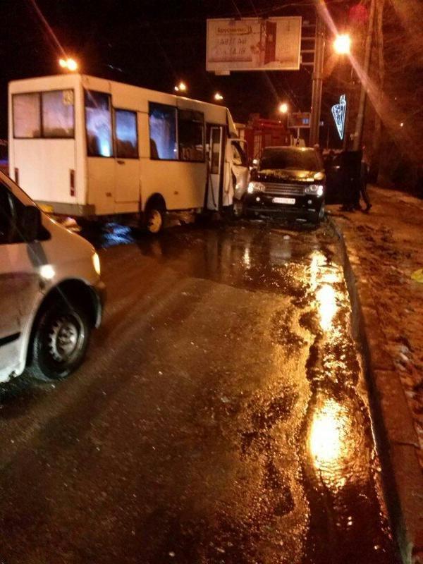 В центре Донецка джип с боевиками лоб в лоб влетел в микроавтобус с людьми (ФОТО), фото-2