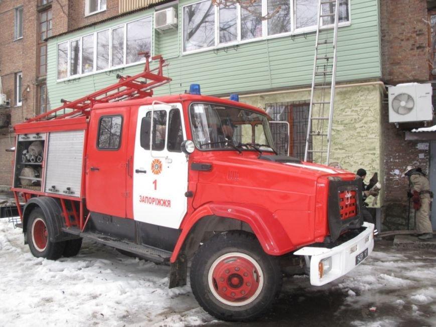 В Запорожье спасатели вытащили из огня двух женщин (ФОТО) (фото) - фото 1