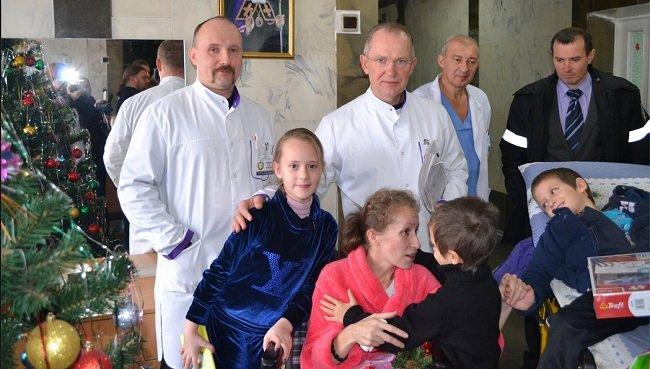 Маленькие авдеевцы проведали в Днепропетровске маму, спасшую их от осколков (ФОТО) (фото) - фото 1