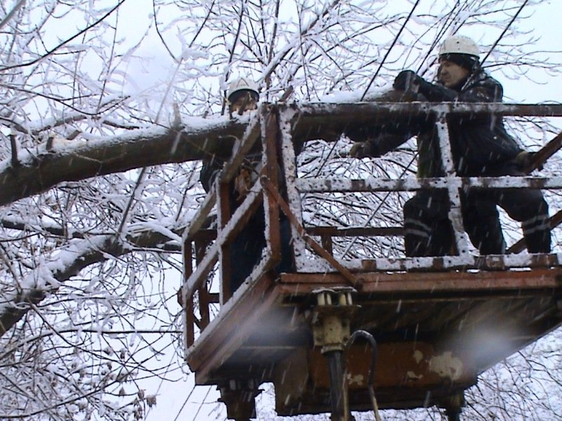 Мариупольские спасатели ликвидируют последствия снегопада (ФОТО) (фото) - фото 1