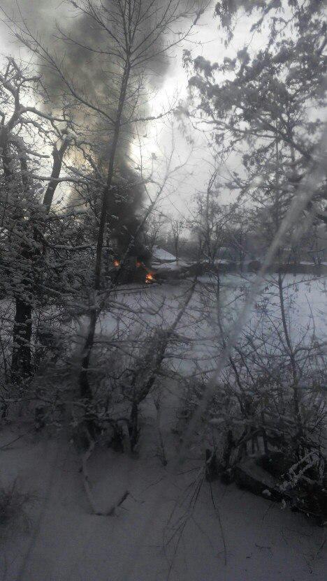В Донецке на Путиловке во дворе многоэтажки загорелась машина (ФОТО) (фото) - фото 2