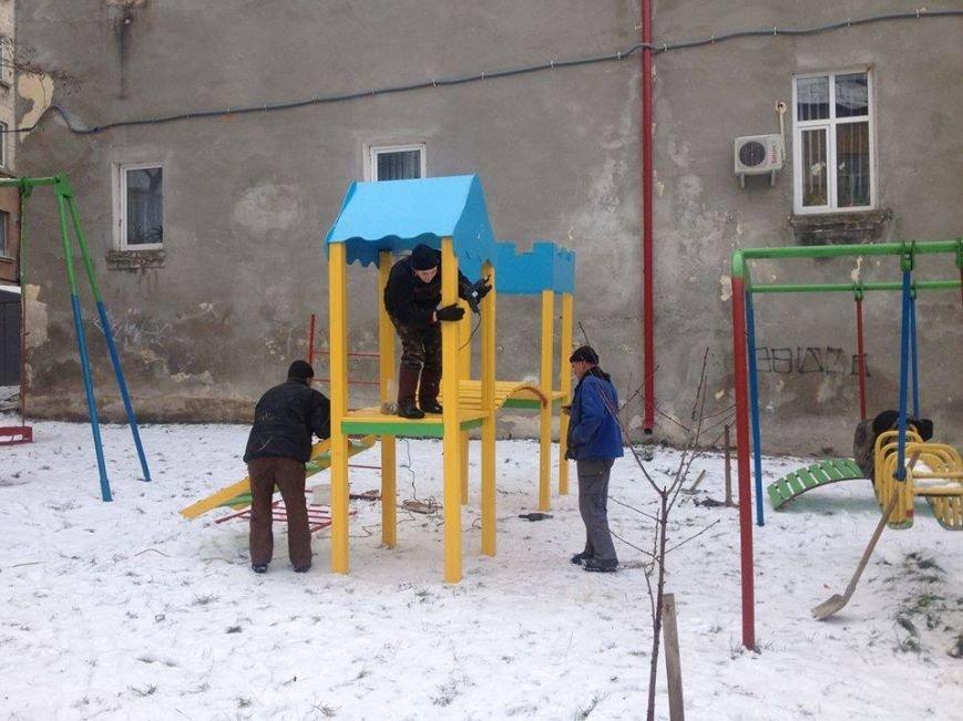 У Тернополі на вул. Руській збудували дитяче містечко (фото) (фото) - фото 1