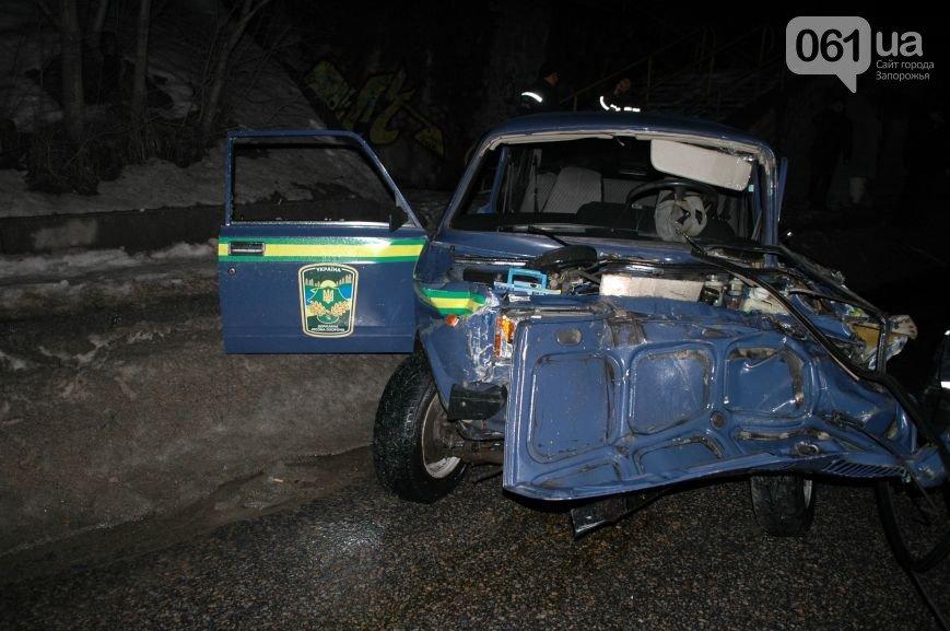 12 января: взрыв машины в Мелитополе, акт вандализма над могилой бойца АТО и серьезное ДТП с участием маршрутки (фото) - фото 3