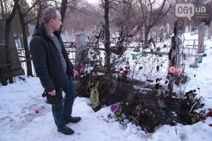 12 января: взрыв машины в Мелитополе, акт вандализма над могилой бойца АТО и серьезное ДТП с участием маршрутки (фото) - фото 2