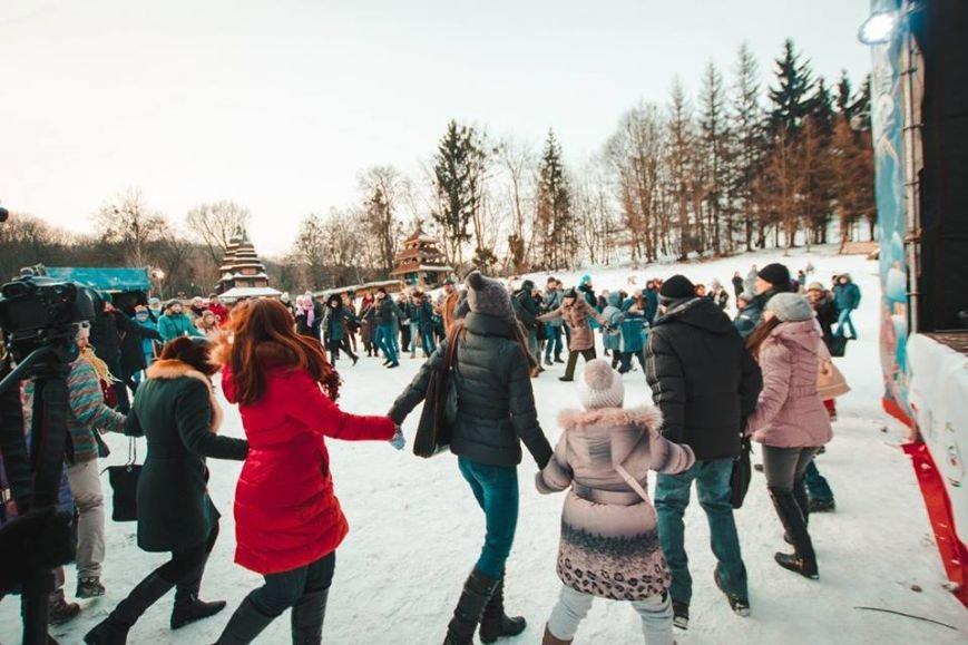 Під час фестивалю «Різдво в гаю» зібрали 57 тис. грн на реставрацію старовинних хат (ФОТОРЕПОРТАЖ) (фото) - фото 6