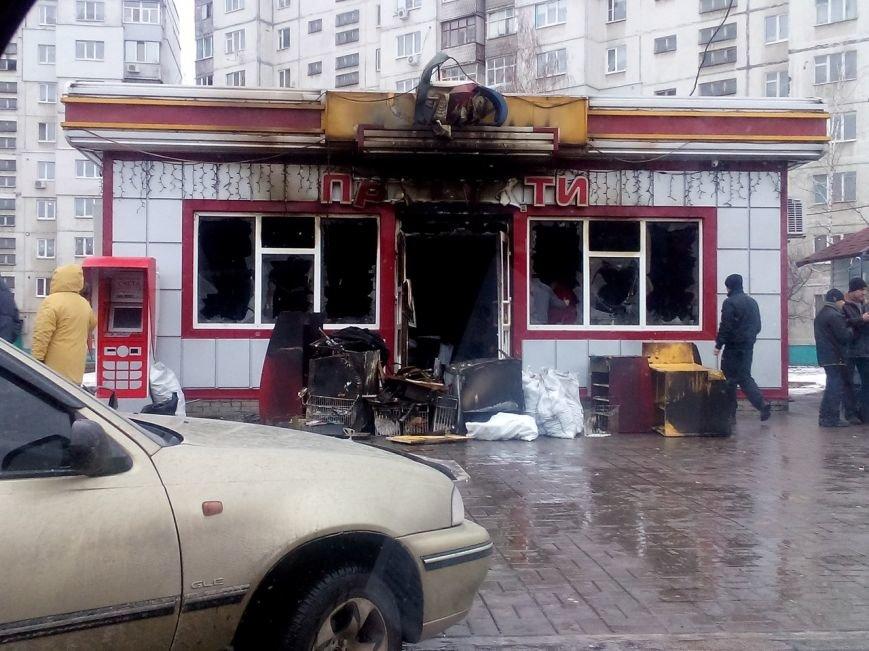 В Сумах на Интернационалистов сгорел магазин «Луч» (ФОТО) (фото) - фото 1