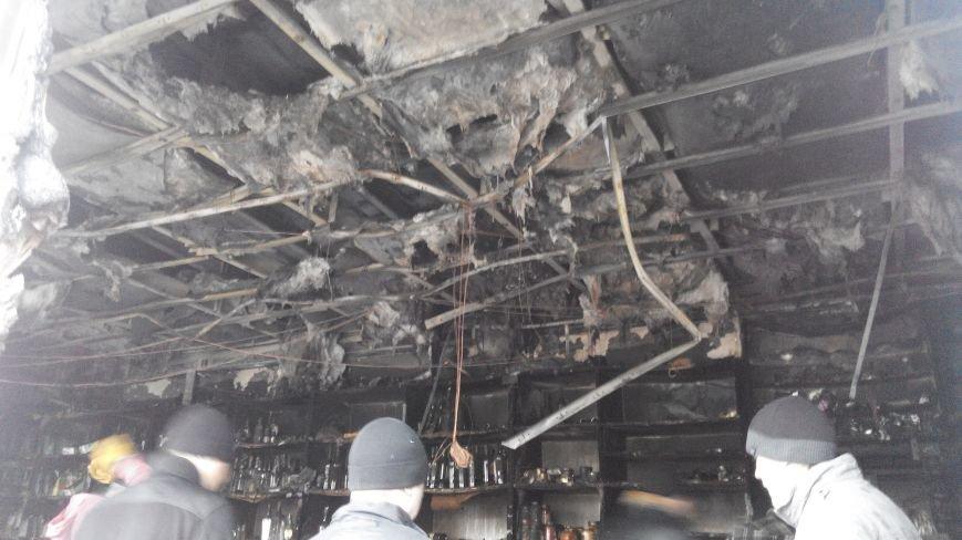 В Сумах двое неизвестных подожгли магазин «Луч» (ФОТО) (фото) - фото 1