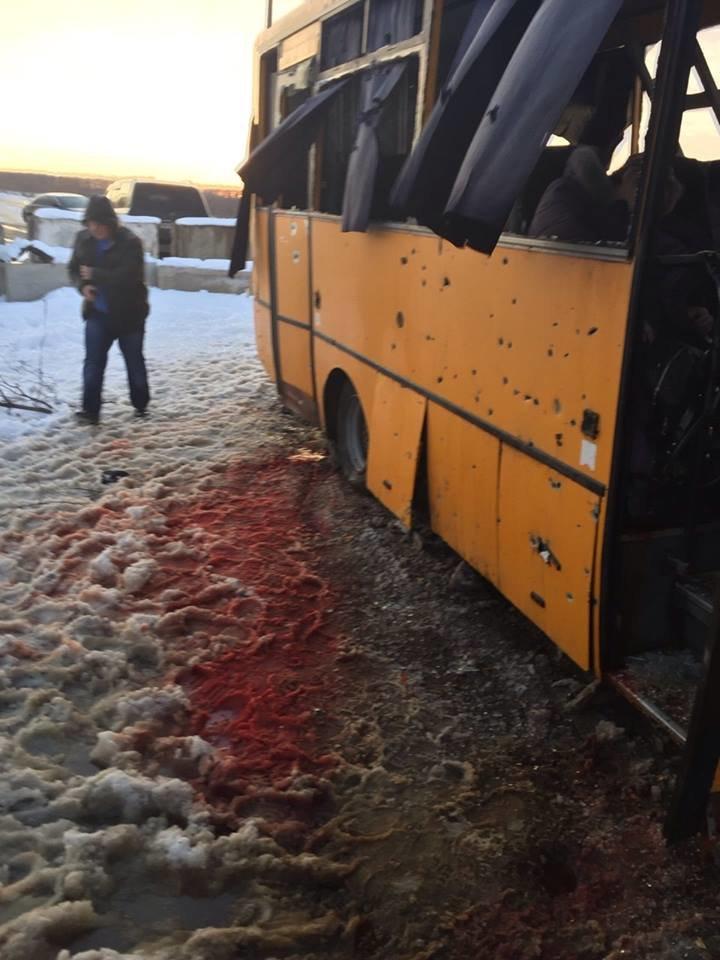 На трассе Донецк-Мариуполь боевики нанесли артиллерийский удар по автобусу. Погибли 10 человек (Дополняется+ФОТО, ВИДЕО), фото-3