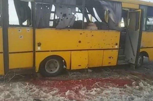 На трассе Донецк-Мариуполь боевики нанесли артиллерийский удар по автобусу. Погибли 10 человек (Дополняется+ФОТО, ВИДЕО), фото-1