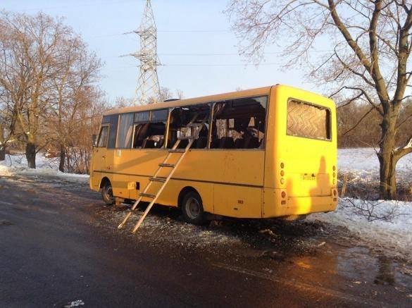 На трассе Донецк-Мариуполь боевики нанесли артиллерийский удар по автобусу. Погибли 10 человек (Дополняется+ФОТО) (фото) - фото 4
