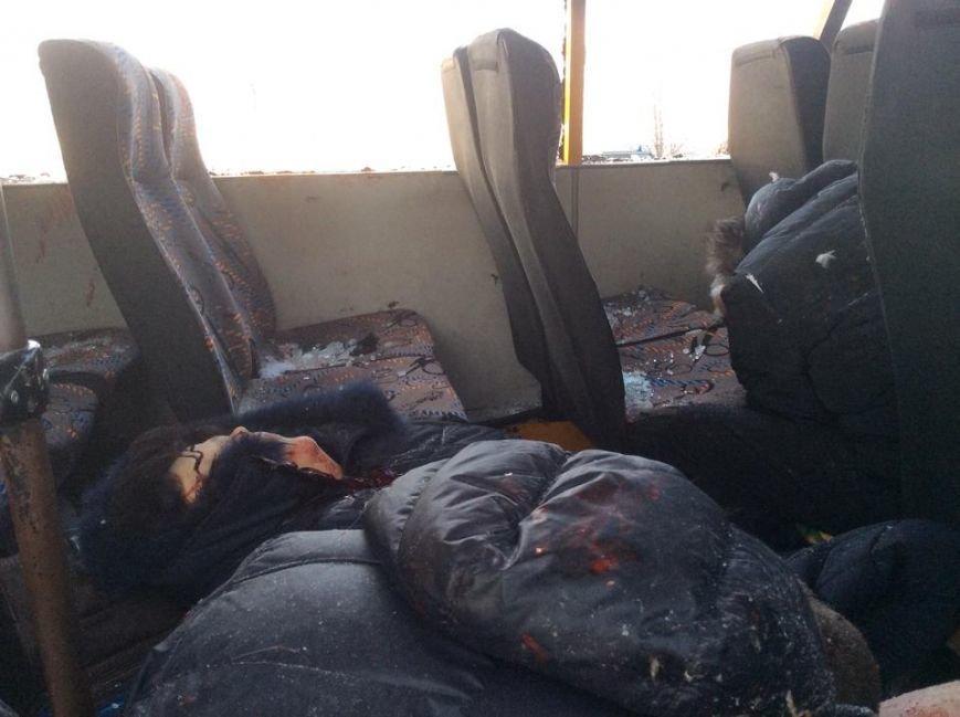 На трассе Донецк-Мариуполь боевики нанесли артиллерийский удар по автобусу. Погибли 10 человек (Дополняется+ФОТО, ВИДЕО), фото-7