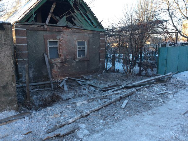 Последствия ночного обстрела Авдеевки (ФОТОРЕПОРТАЖ) (фото) - фото 2