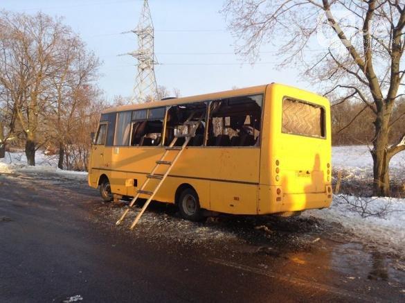 В Донецкой области боевики «ДНР» расстреляли пассажирский автобус - погибли 10 человек (ФОТО) (фото) - фото 1