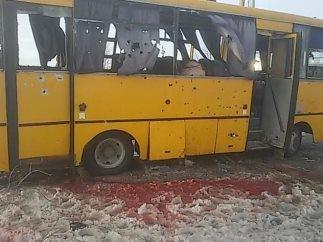 В Донецкой области боевики «ДНР» расстреляли пассажирский автобус - погибли 10 человек (ФОТО), фото-2